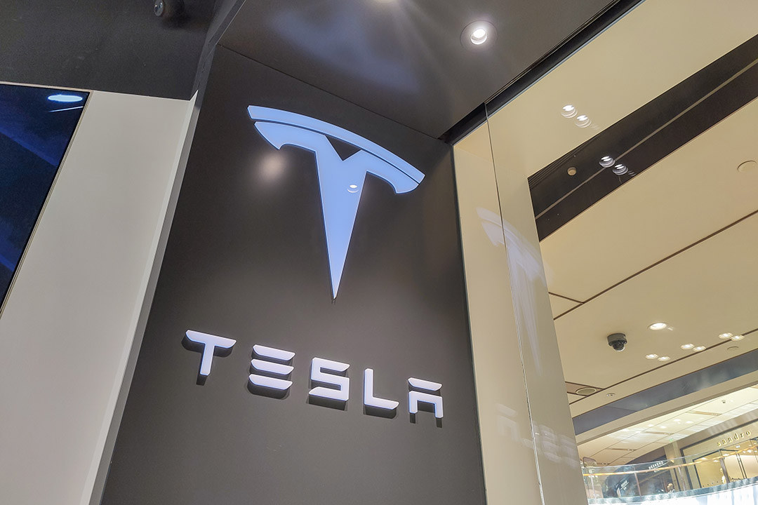 Should I buy or sell Tesla? And is the expert view ...